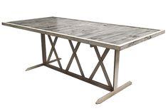 Photo.Table rectangulaire industrielle pour les bars