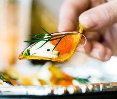 Chips med citruscrème och löjrom | Recept ICA.se