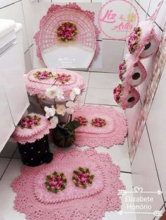 Crocheted Bathroom Set Ideas for Crochet Lovers Crochet Dishcloths, Crochet Doilies, Crochet Flowers, Crochet Stitches, Crochet Patterns, Crochet Shoes, Crochet Slippers, Diy Arts And Crafts, Diy Crafts