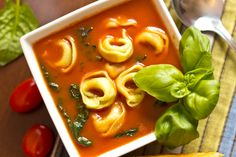 Easiest Soup Recipe Ever: Organic Spinach & Tortellini [Vegetarian] Healthy To Go Meals, Healthy Soup, Spinach Tortellini, Easy Soup Recipes, Thai Red Curry, Vegetarian, Organic, Ethnic Recipes, Soups