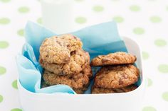 Combine the guilt-free goodness of rolled oats with the luxury of smooth milk chocolate to make these melt-in-your-mouth biscuits.