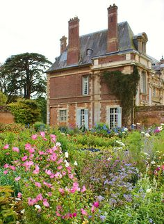 Walled garden of Chateau Miromensil