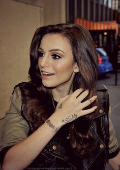 Cher Lloyd: eye makeup.