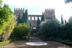 Palacio de Galiana o la Almunia  del rey de la Taifa de Toledo al-Ma'mun, que reinó en el año mil (1043-1075) en una corte llena de eruditos y poetas a cuyos pies se derramaba lo que hoy es la Vega del Rey,  paraíso de agua, árboles, flores y plantas.