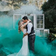 Using coloured smoke bombs is pure genius when it comes to creating an amazing photograph!!! 🍸🌹 📷: @envphotography