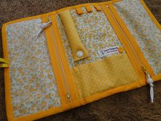 pouch bag  Necessaire para bijuterias... | por IP Handmade Sewing Hacks, Sewing Tutorials, Sewing Projects, Craft Patterns, Sewing Patterns, Hair Clip Organizer, Period Kit, Scrap Busters, Diy Wallet