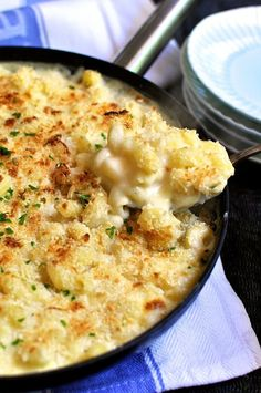 One Pot Mac and Cheese One Pot Saucy Mac and Cheese - extra saucy, creamy and cheesy, made in one pot without a single drop of cream!One Pot Saucy Mac and Cheese - extra saucy, creamy and cheesy, made in one pot without a single drop of cream! I Love Food, Good Food, Yummy Food, Tasty, Creamy Mac And Cheese, Skillet Mac And Cheese, Gourmet Mac And Cheese, Creamy Crockpot Mac And Cheese Recipe, Macaroni And Cheese