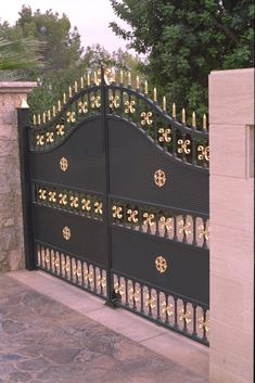 Iron Main Gate Design, Wrought Iron Gate Designs, Home Gate Design, Grill Gate Design, House Main Gates Design, Steel Gate Design, Window Grill Design, House Front Gate, Front Gates