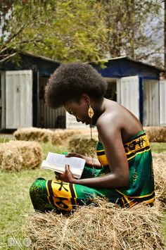 Natural Hair and natural beauty - dark skinned black woman with green and gold Afrocentric dress reading a book outside. Natural Afro Hairstyles, Natural Hair Styles, Natural Beauty, Woman Reading, Pictures Of People, Black Is Beautiful, Beautiful People, Books To Read, Reading Books