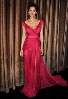 Halle Berry is another celebrity I adore in gowns.  She looks absolutely flawless.