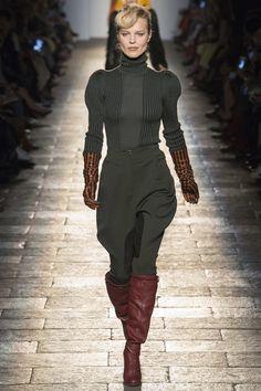 Bottega Veneta Fall 2017 Ready-To-Wear: Look 1. Model: Eva Herzigova