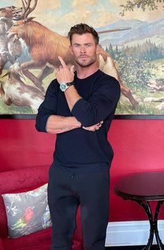 Man Thing Marvel, Marvel Man, Hemsworth Brothers, Fade Haircut, Chris Hemsworth, Thor, Beautiful Men, Hair Cuts, Husband