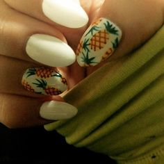 Oh ya my pineapple nails !!