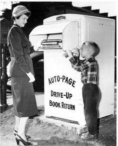 Willard Library patrons at book drop box, 1950