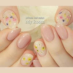 押し花と手描きフラワーで花束と花冠をあしらったガーリーなデザイン♪他の指はシンプルに仕上げました。 #my_room #ネイルブック