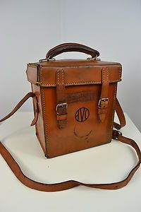 VINTAGE 1930's AVO ENGLISH MADE BROWN LEATHER CASE MESSENGER BAG SATCHEL A brown colour. One main compartment with two buckle and strap fastners. Leather handle and adjustable leather strap. Made from leather in England by Avo. In great condition, excellent patina. Professionally cleaned before being listed.