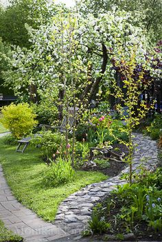 beautiful backyard garden design ideas can for your garden planning 2 - New ideas Back Gardens, Small Gardens, Outdoor Gardens, Outdoor Rooms, Unique Garden, Natural Garden, The Secret Garden, Garden Cottage, Garden Living