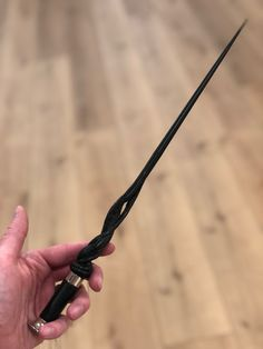 Witch Wand, Wizard Wand, Slytherin Aesthetic, Harry Potter Aesthetic, Baguettes Harry Potter, Pretty Knives, Harry Potter Wand, Yule Ball, Fantasy Weapons