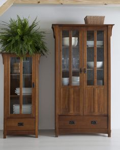 Woodworking Furniture, Diy Woodworking, Wood Furniture, Crockery Cabinet, Hutch Cabinet, Deco Buffet, Diy Cupboards, Luxury Office, Interior Decorating