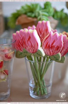 Tulip flower cookies? Yes. Please! So adorable for a spring bridal shower. #wedding