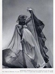 Madeleine Vionnet 1937 Photo Horst, Lace Evening Gown More Vintage Goth, Vintage Couture, Vintage Glamour, Vintage Vogue, Vintage Tags, Vintage Ideas, Vintage Girls, Vintage Style, Madeleine Vionnet