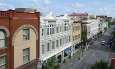 Shopping in Charleston's Historic District www.kingscourtyardinn.com