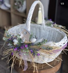 Attractive Easter Wreaths that looks Fancy & Captivating - Ethinify Easter Table Decorations, Basket Decoration, Flower Decorations, Easter Projects, Easter Crafts, Easter Flowers, Flower Girl Basket, Easter Celebration, Easter Wreaths