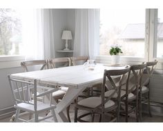 No nyt on uudet päälliset tuoleissa :) #keittiö #lankkupöytä #rintamamiestalo #tuolit