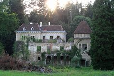 Napušteni dvorac Opeka u arboretumu - Abandoned Castle Opeka (Brick) in the arboretum