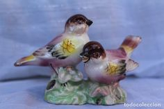 FIGURA DE PORCELANA PAJAROS PINTADOS A MANO BELLOS COLORES ESTILO MANISES CAPODIMONTE ??? Porcelain, Ceramics, Fish, Pets, Animals, Painted Birds, Decorations, Ceramic Birds, Hand Painted Ceramics