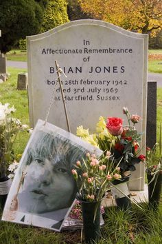 Brian Jones of The Rolling Stones was buried on July 1969 in this lavish silver & bronze metal casket flown in from the United States and paid for by his friend Bob Dylan. Cemetery Headstones, Cemetery Art, The Rolling Stones, Keith Richards, Jim Morrison, Bob Dylan, Robert Johnson, Jimi Hendrix, Pink Floyd