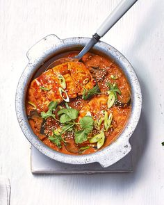 A quick, creamy salmon and aubergine curry made with half coconut milk and half vegetable stock to keep it a little lighter. Lemon Garlic Salmon, Spicy Salmon, Butter Salmon, Baked Salmon, Spicy Recipes, Salmon Recipes, Healthy Recipes, Curry Recipes, Fish Recipes