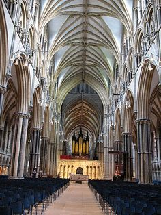Wnętrze katedry .