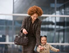 10 Ways Moms Can Balance Work and Family - Single Working Mom - Ideas of Single Working Mom - It's never easy being a mom trying to juggle a full-time job with a family life. Read on for tips on how you can reach an ideal work-life balance. Working Mums, Working Mother, Work Family, Family Life, Parenting Articles, Parenting Advice, After Life, Happy Mom, Work Life Balance