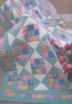 Sweetie Pie Quilt Pattern - great idea for a scrappy quilt! Scrappy Quilt Patterns, Patchwork Quilting, Scrappy Quilts, Quilt Blocks, Amish Quilts, Quilt Stitching, Baby Quilts Easy, Cute Quilts, Quilts For Babies