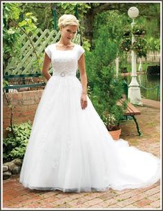 Google Image Result for http://www.margenesbridal.biz/use_images/wedding_gowns/wedding-dress-4027M.jpg