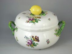 Vienna tureen and cover with floral decoration and lemon knop (Vienna)