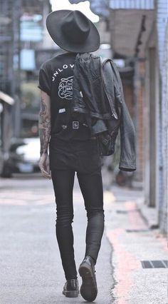 Popular grunge outfits for men. Witch Fashion, Boy Fashion, Trendy Fashion, Mens Fashion, Fashion Trends, Mens Grunge Fashion, Fashion Clothes, Fashion Black, Male Street Fashion