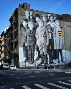 Migrants waiting at the corner of Church St and Franklin St in NyC by JR Artist Graffiti Art, Murals Street Art, 3d Street Art, Grafitti Street, Amazing Street Art, Art Mural, Street Artists, Amazing Art, Banksy