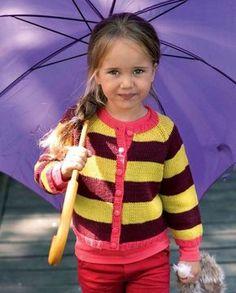 Farvesammensætningen i denne flotte stribede trøje er meget populær.