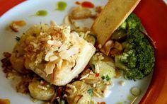 Almoço de Páscoa: receita sofisticada de bacalhau com batatas ao murro e brócolis.