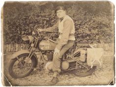Ariel W/NG airborne division Motorcycle Shop, British Motorcycles, War Dogs, Ariel, Division, Ww2, Cool Pictures, Europe, Amazing