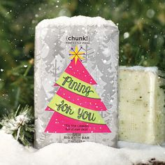This exclusive Chunk gives you the evergreen clean you've been pining for. Shea butter, palm oil, and glycerin clean and hydrate with the festive scent of pine. Lather up in the bath or shower, apply from head to toe, and let the naturally based ingredients spruce up your skin! While supplies last.