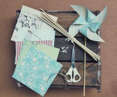 Pretty Paper Windmills {DIY} did these as a kid. good times