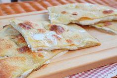 La Focaccia di Recco è una tipica ricetta ligure, originaria dell'omonima cittadina, farcita con formaggio e salumi.