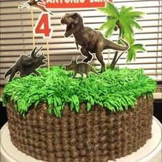 The grass is awesome; both for Colton's personal cake and the cupcakes Dinasour Birthday, Dinosaur Birthday Cakes, Dinosaur Cake, Minion Birthday, Dinosaur Toys, Dinosaur Party, Boy Birthday, Bolo Dino, Jurassic World Cake