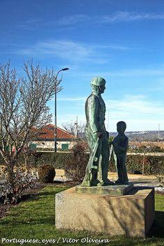 Monumento em Homenagem aos Miltares de Abril - Celorico da Beira - Portugal by Portuguese_eyes, via Flickr