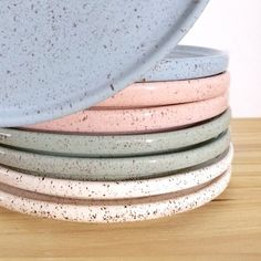 Discover recipes, home ideas, style inspiration and other ideas to try. Pottery Plates, Slab Pottery, Ceramic Plates, Ceramic Pottery, Ceramic Art, Slab Ceramics, Modern Ceramics, Ceramica Artistica Ideas, Cerámica Ideas