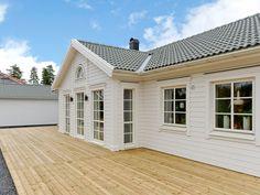 Båstad - Myresjöhus Village House Design, Village Houses, Bungalow, Umea, Sunroom, Garage Doors, Cottage, Outdoor Decor, Home Decor