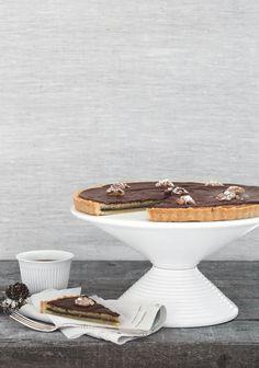 Server nydelig marzarinterte med nougat til gjester i julen Cake, Pie Cake, Food Cakes, Cakes, Tart, Cheeseburger Paradise Pie, Biscuit